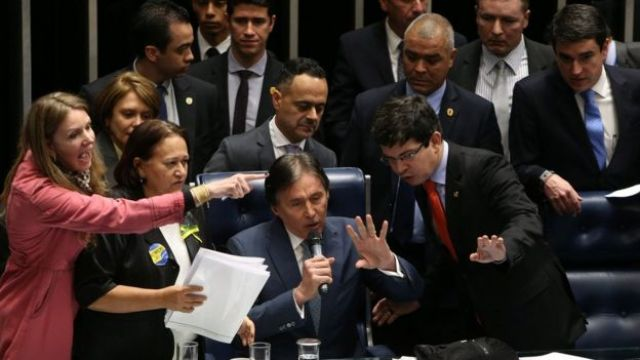Discussão no Senado