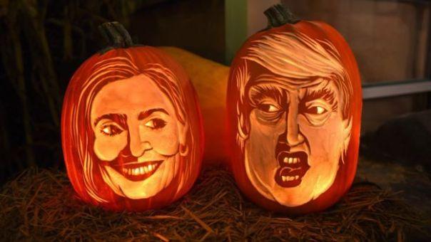 Calabazas de Halloween con los rostros de Hillary Clinton y Donald Trump.