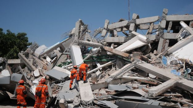 Indonesian rescue team searches for victims and survivors at the earthquake-damaged Roa Roa hotel in Palu