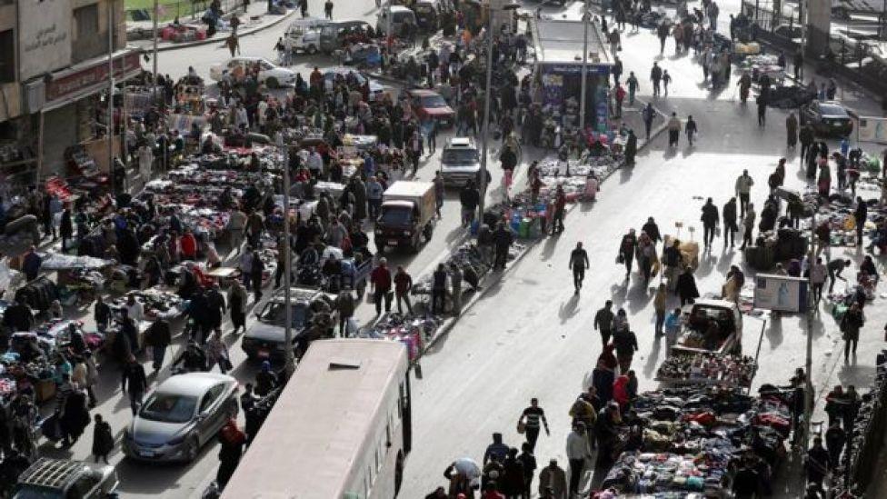 سوق مزدحم في القاهرة