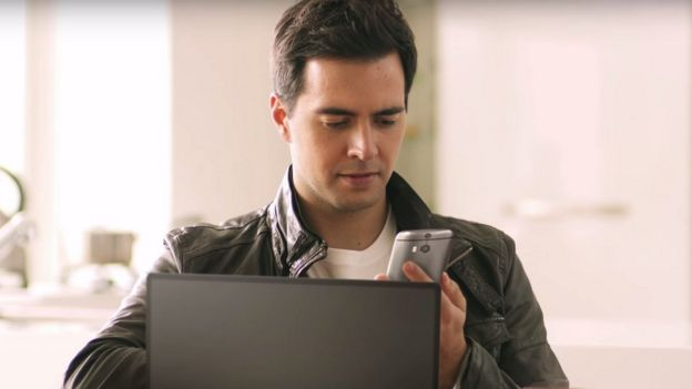 A man using the HTC One Max smartphone