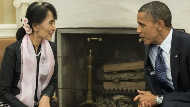 US President Barack Obama meets with Myanmar's Aung San Suu Kyi in the Oval Office of the White House September 19, 2012 in Washington, DC
