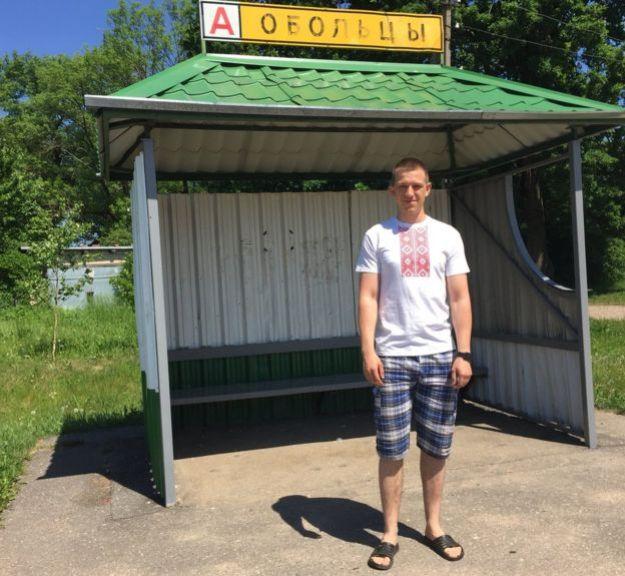 Волоткевич на автобусной остановке