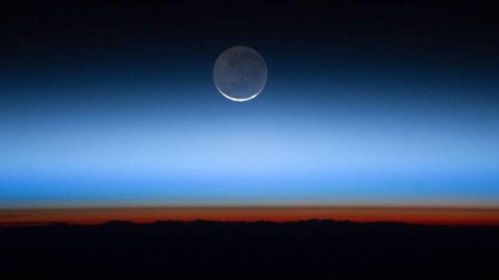 Luna en el horizonte