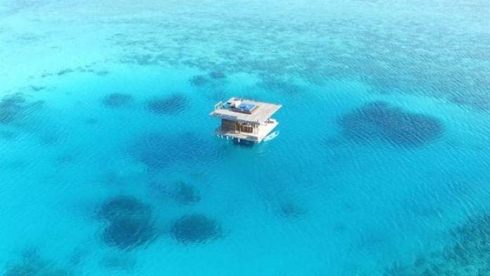 Kamar bawah air Manta Resort