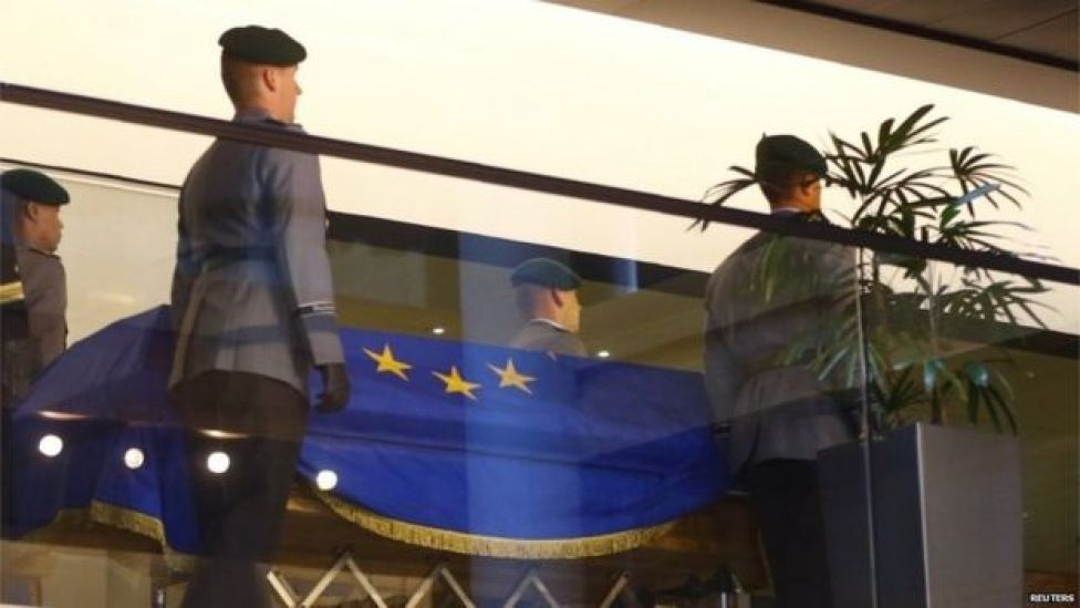German soldiers carry the coffin of late former German Chancellor Kohl during of a memorial ceremony at the European Parliament in Strasbourg