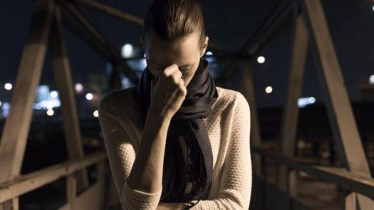 Menina com depressão