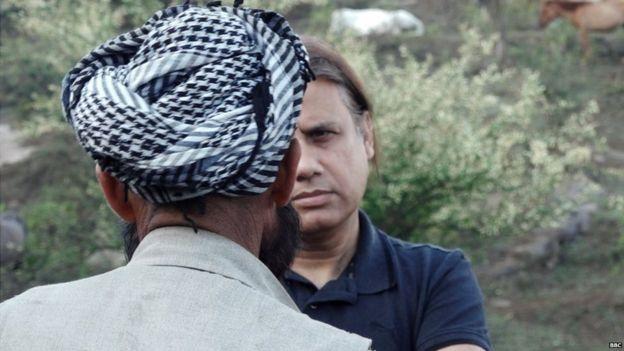 பிபிசி செய்தியாளர் ஃபைஜல் முகம்மது அலியுடன் சிறுமியின் தந்தை