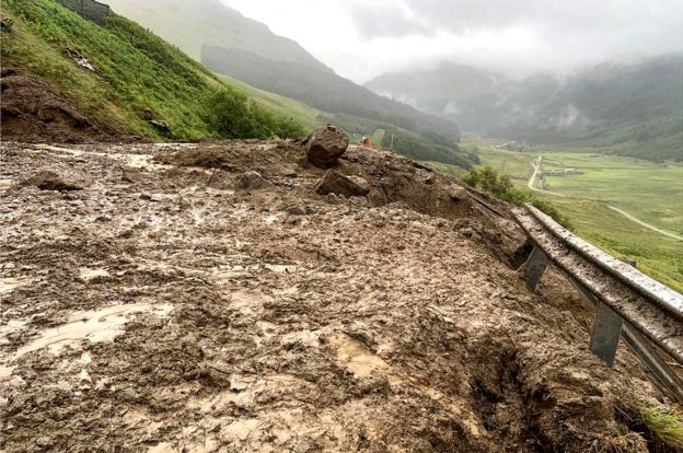 About 1,500 tonnes of debris fell on the A83