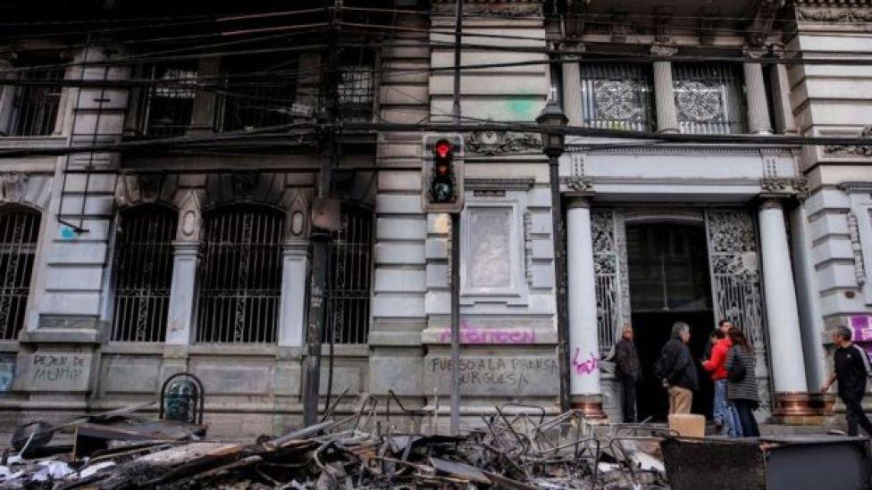 Edificios dañados en Chile.