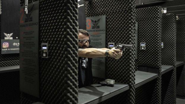 André Luiz Nobre atira em clube de tiro em São Paulo