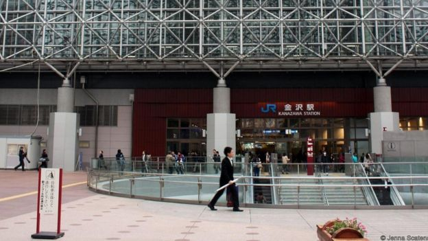 Nhà ga xe lửa tuyệt đẹp của Kanazawa