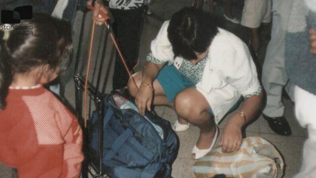 Adriana Rivas llegando al aeropuerto