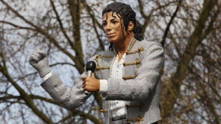 Estatua de Michael Jackson