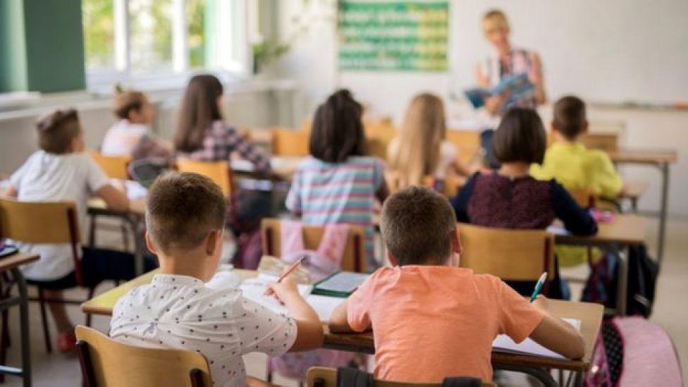 Maestra en el aula.