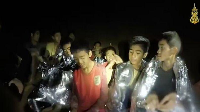 Garotos presos na caverna