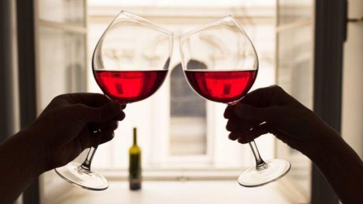 Alkol utangaçlığınızı azaltabilir ama abartmamaya dikkat etmek lazım
