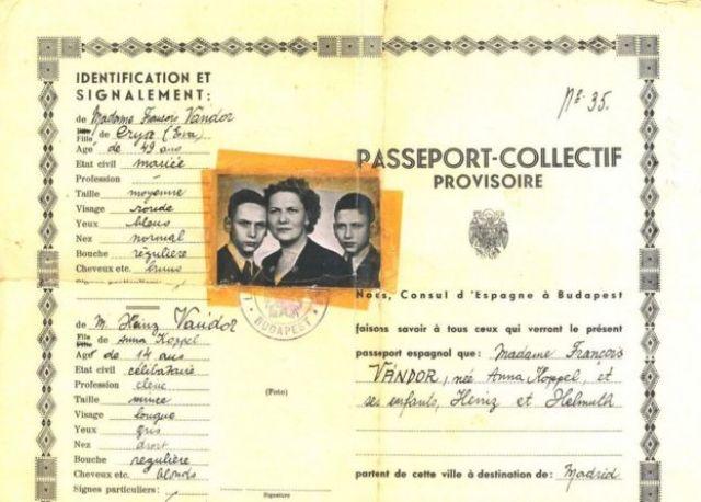 Pasaporte español de la familia Vándor.