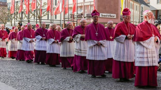 obispos católicos en Alemania durante el funeral del cardenal Karl Lehmann.
