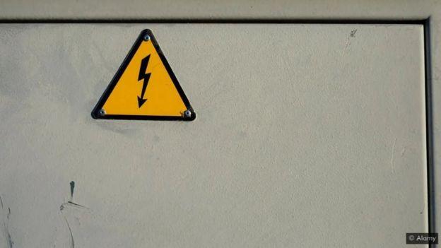 لافتة دالة على الصعق الكهربائي