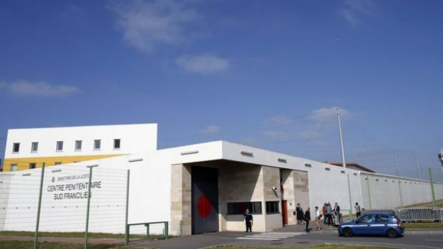 prisión de Sud-Francilien en Reau, cerca de París.