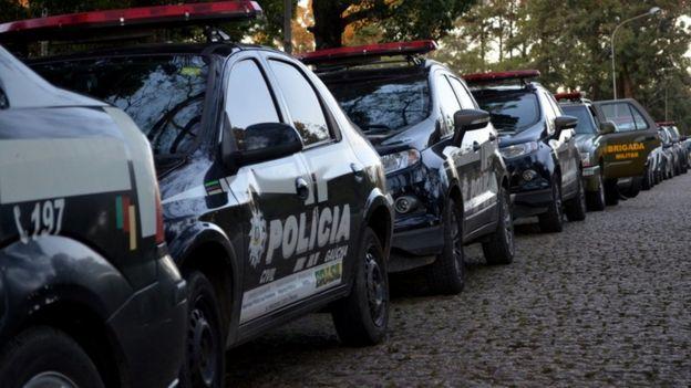Carros de polícia no Rio Grande do Sul