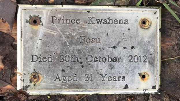 A plaque on Prince Fosu's grave