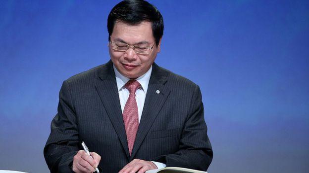 Ông Vũ Huy Hoàng trong dịp ký hiệp định TPP ở Úc năm 2015