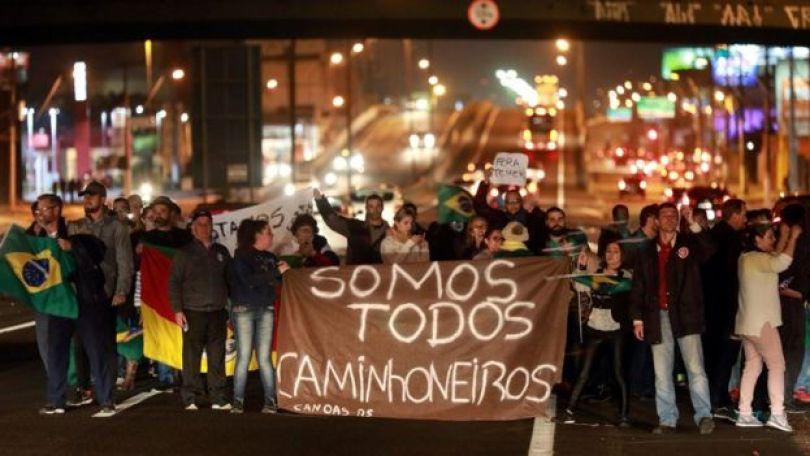 Apoio à greve de caminhoneiros em Canoas (RS)