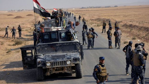 Iraqi federal police forces take part in an operation against Islamic State militants in south of Mosul (26 October 2016)