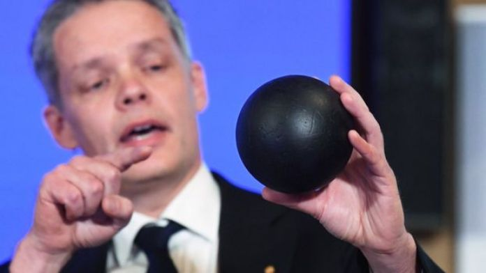 Ulf Danielsson demonstrates the concept of a black hole using a ball