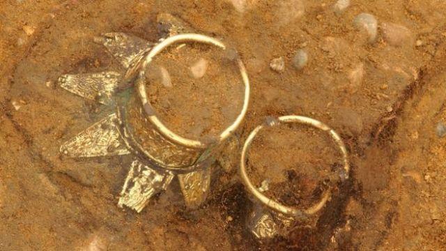 Dois dos objetos encontrados na tumba do Tuntancâmon inglês