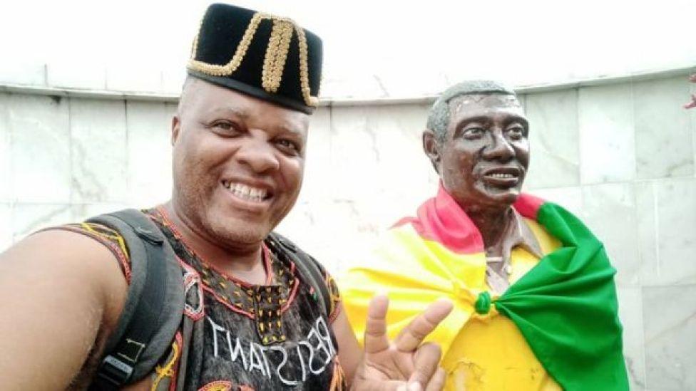André Blaise Essama et la statue de Samuel Mbappé Léppé,