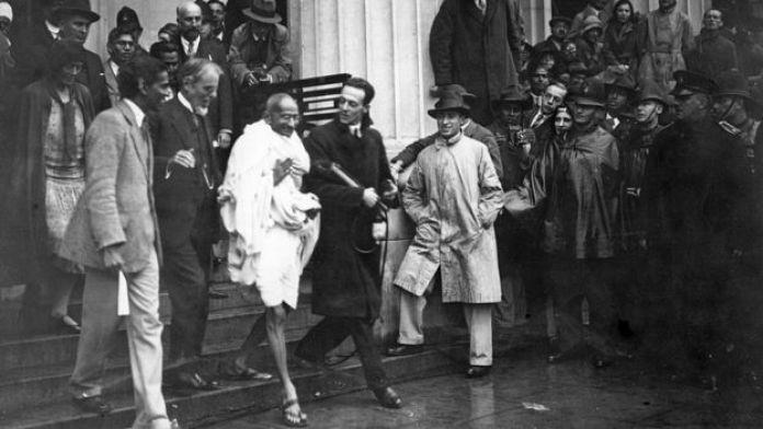 حضر غاندي في لندن مؤتمر طاولة مستديرة عن مستقبل الهند في عام 1931