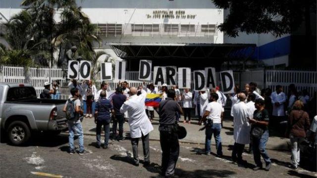 Médicos protestando apagón Venezuela.