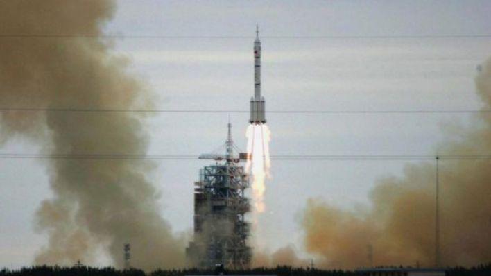 صاروخ صيني ينطلق إلى الفضاء