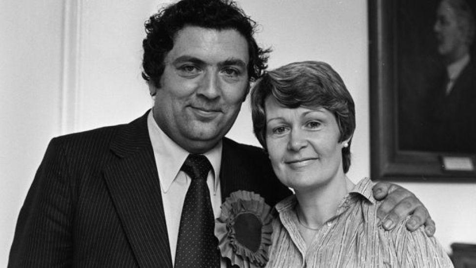John Hume avec sa femme Pat après son élection au Parlement européen en 1979