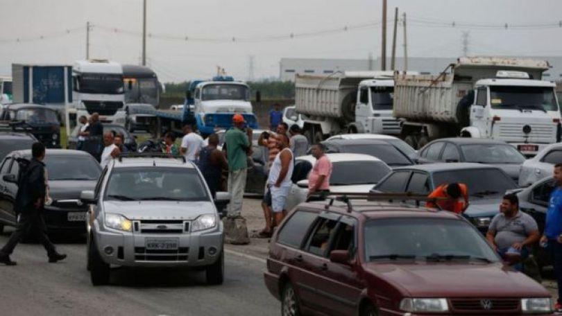 Engarrafamento provocado pela greve de caminhoneiros em rodovia do Rio de Janeiro nesta quarta-feira