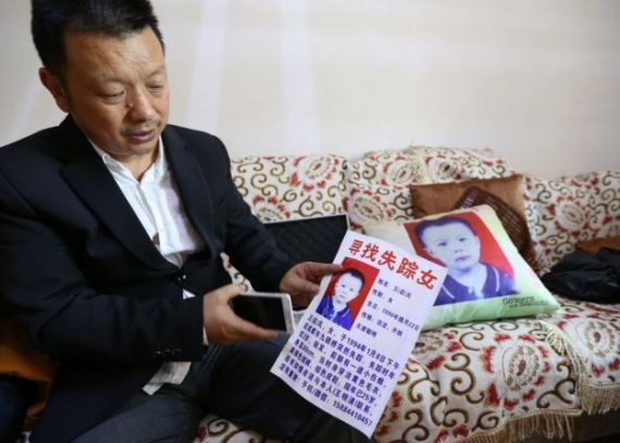 Picture of Wang Mingqing and a missing persons flier