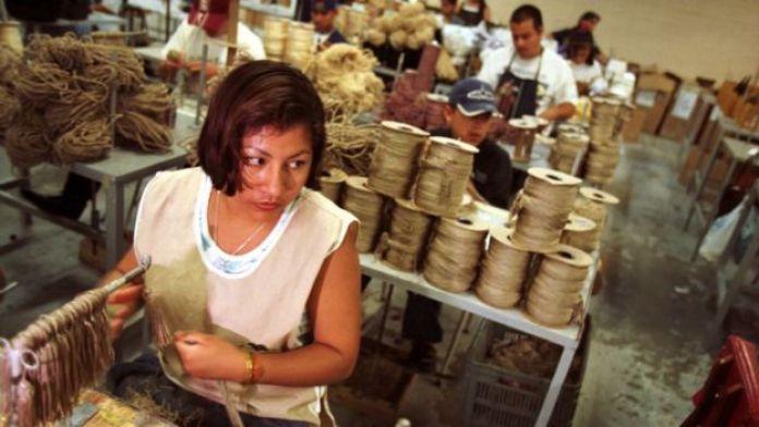 Especialistas ven posible incrementar los salarios en México.