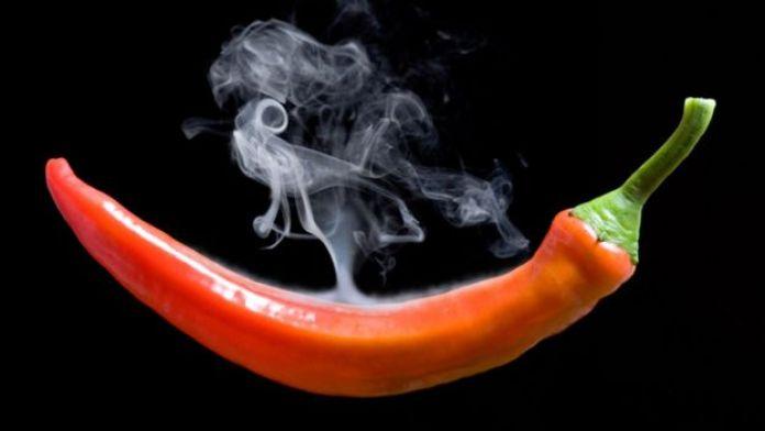 Un pimiento picante al que le sale humo