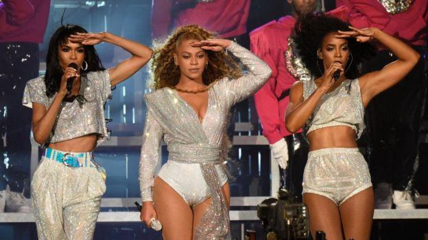 Beyoncé (centro) y Destiny´s Child