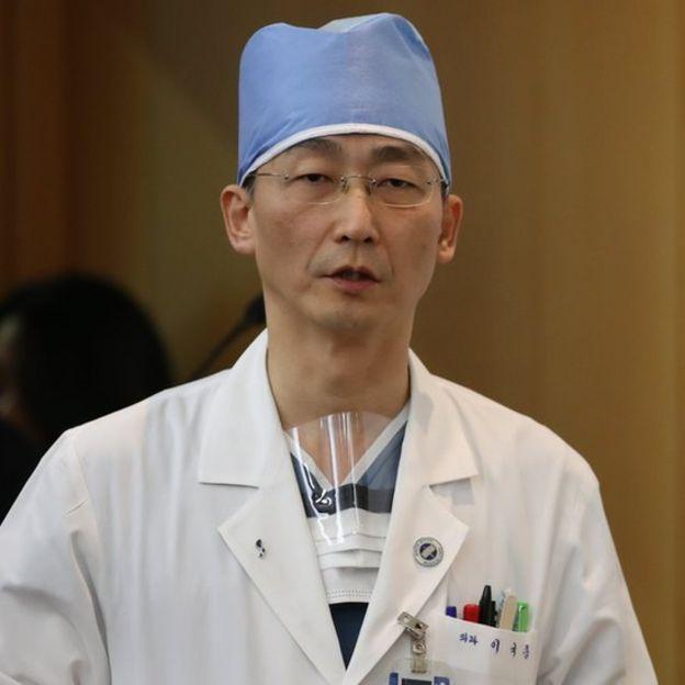 Cirujano surcoreano Lee Cook-jong