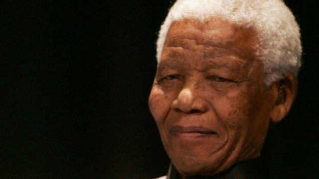 Nelson Mandela, célébrant son 89e anniversaire, à Johannesburg, le 18 juillet 2007