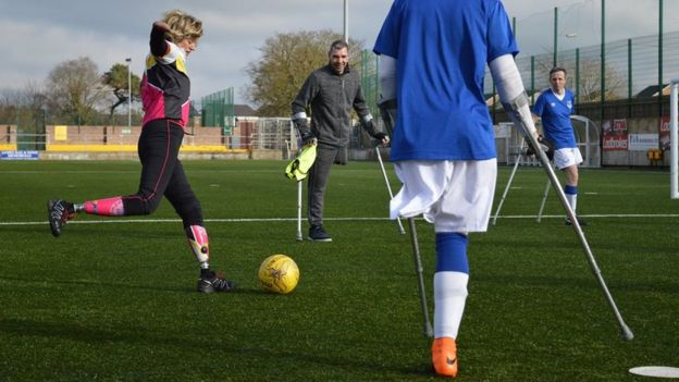 Amputados jugando al fútbol