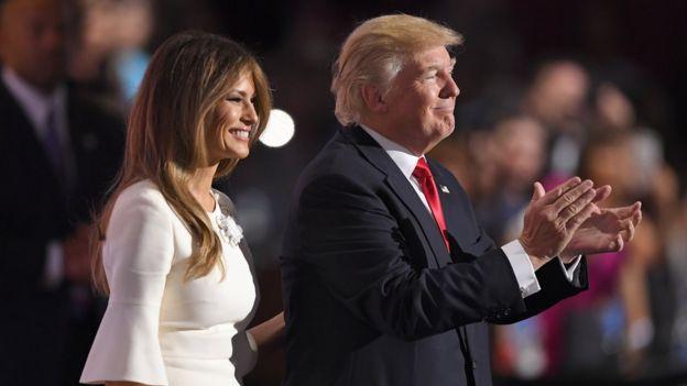 Natasha Stoynoff cô bị hôn khi phỏng vấn ông Trumps trước lễ kỷ niệm một năm ngày cưới của mình.