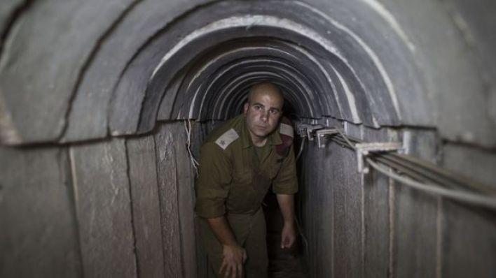 جندي إسرائيلي في نفق