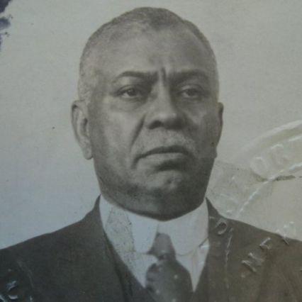 William Ellis en una foto de pasaporte de 1919