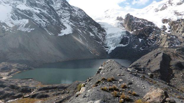 El uso de agua de glaciares en La Paz aumenta de un 15% de las fuentes totales de agua a un 30% entre mayo y octubre, según el estudio.