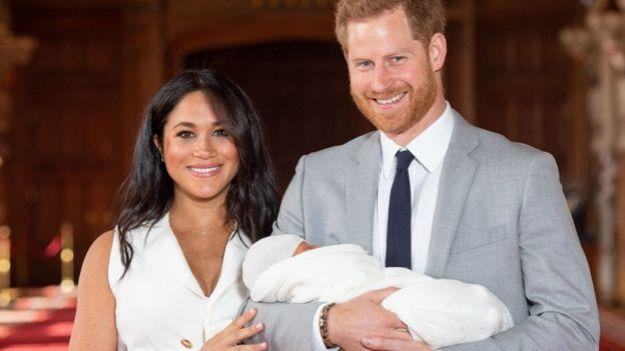 Los duques de Sussex con su bebé